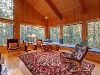 Charming forest lodge w/ private hot tub, sauna & fireplace! Shared pool access!