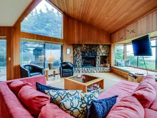 Cabin w/ocean views, hot tub & resort amenities, dogs OK!, Sea Ranch