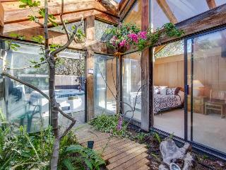 Near Stengel Beach w/ a hot tub and garden atrium!, Sea Ranch