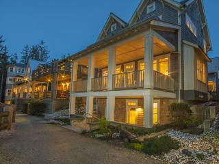 Nantucket House with carriage house - Oceanfront, Pacific Beach