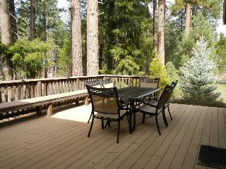 #406 SEQUOIA Light and bright overlooking the creek. $215.00-$245.00 BASED ON FOUR PEOPLE OCCUPANCY AND NUMBER OF NIGHTS (plus county tax, SDI, and processing fee), Graeagle