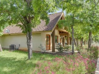 Enjoy a private deck, walk to wineries & tasting rooms!, Luckenbach
