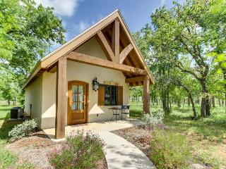 Elegant cottage w/ a private deck, steps from tasting rooms!, Luckenbach