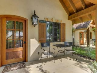 Four upscale cottages on the same property as Messina Hof tasting room!, Luckenbach