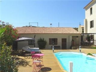 """pavillon """"Francesca """"dans patio au centre de Calvi avec piscine et à 100m de la"""