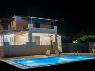 Village villas luxurious 2 level villa,with pool, Kariotes