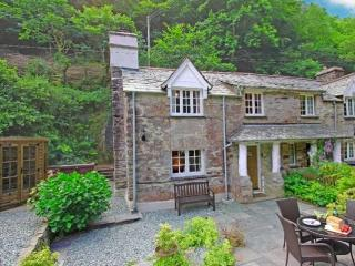 Alice's Cottage Watergate Set In A Wooded Valley