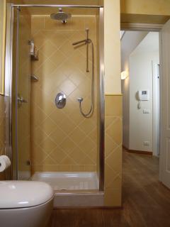 Bagno con doccia- secondo piano