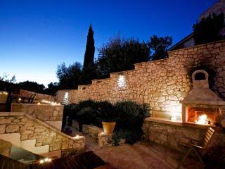 Villa More med egen brygga, Bobovisca