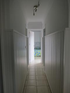 pasillo hacia los dormitorios