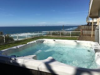 Dog-friendly, oceanfront house w/ private hot tub!, Lincoln City