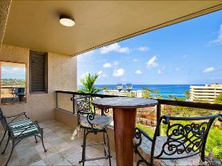 Amazing Views From Penthouse Corner Unit! 5 Min Walk to town and beaches!, Kailua-Kona