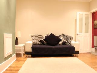 Outstanding ground floor flat -free wifi & parking, Newcastle upon Tyne