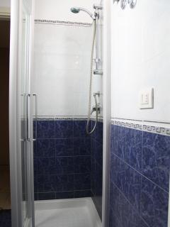 Bagno con doccia- primo piano
