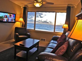 Latitude Adjustment - Cozy Beachfront Condo, Lincoln City