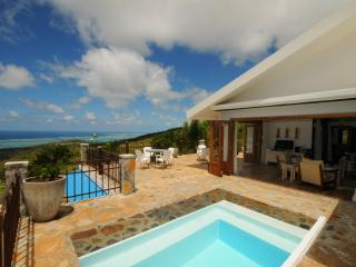 'MON REPOS' in Rodrigues w. pool, 5 min to Gravier, Coromandel