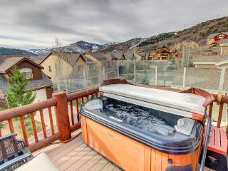 Bear Hollow home w/private hot tub, shared pool, & clubhouse access!