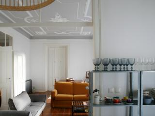 Huge 4 bedroom sunny central apartment!, Lisbon