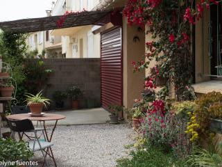 Maison de ville, dans 1 gros bourg du Roussillon.Juillet a Aout location semaine