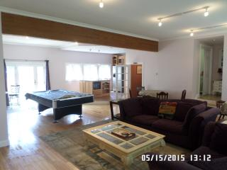 Big Beautiful 7 bedroom 3 bath hot tub pool table, Pittsfield