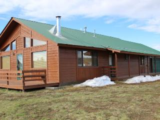 Morro is a relaxing Pagosa Springs vacation home located in the Hatcher Reservoir area.