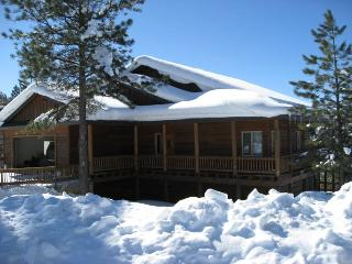 Glenwood is a relaxing vacation home located in the Twin Creeks area in Pagosa Springs.