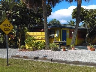 Banana Hammocks Resort Cabana by the Beach!, Fort Pierce