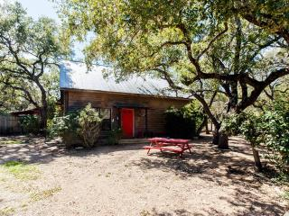 Kick Back Cabin- Country Townhome, Wimberley