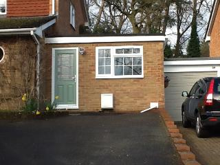 1bed studio in Farnham Sleeps 3. peaceful setting
