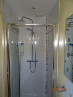Master bedroom en-suite with pressurised Rain shower.