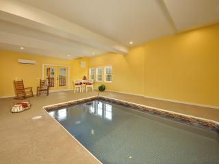 A KING'S PARADISE!  4/5 WITH INDOOR POOL/THEATER, Pigeon Forge