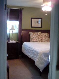 Master bedroom - Queen bed--firm Beautyrest