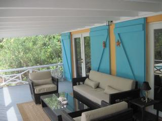 One Bedroom Cottage with private pool, Turtle Cove