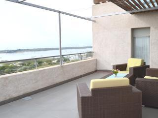 Atico 2 dormitorios,vistas al mar,piscina,wifi