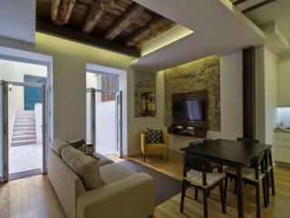 Charming apartment in Chiado- best location, Lisboa
