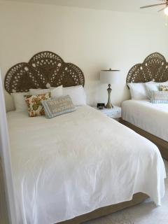 Bedroom with 2 queen beds.