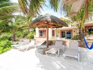 Casa Caracol Large Beachfront Villa, WiFi, Tulum