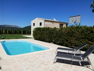 Villa with pool close to Alcudia Beach. Air Cond.Wifi, Sa Pobla