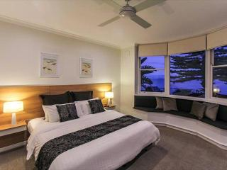 Bay 10 Accommodation - Luxury Waterfront Villa, Port Lincoln