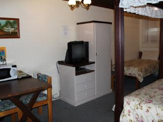 First Landing Motel - Family Room