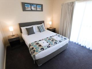 Marina Hotel & Apartments - Deluxe Apartment, Port Lincoln