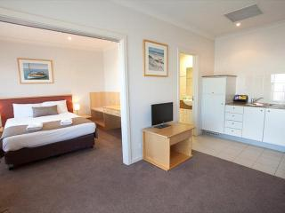 Marina Hotel & Apartments - Deluxe Suite, Port Lincoln