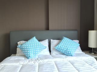 New cozy stay @ Kathu w/wifi, gym & 100 m pool