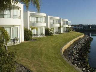 Port Lincoln Waterfront Apartments - Waterfront on Island