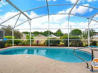 Disney Area 4 Bedroom Pool Home w/ Game Room, Davenport