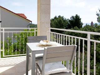 Adria 7-charming and cozy one bedroom apartment only 100 meters from the sea