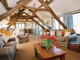 Strumble Head farm penthouse - spacious open plan sitting/dining/kitchen