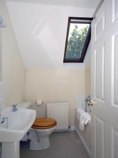 North Pembrokeshire holiday house - first floor family bathroom