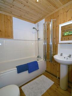 Pembrokeshire Coast holiday log cabin - bathroom