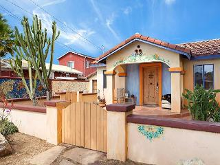 Vibrant House in Carlsbad – 3 Bedroom Suites, 6 Blocks from the Beach